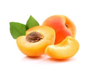 Aufgeschnittene Aprikose mit Kern